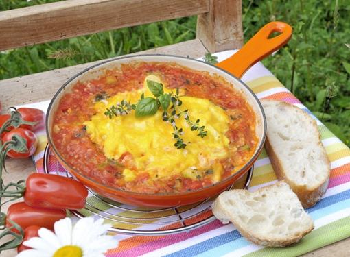 Rührei mit Tomatensoße