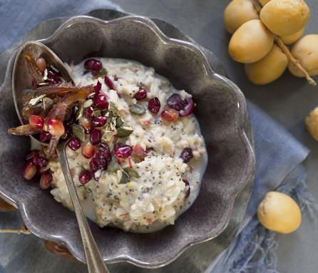 Apfel-Porridge mit Datteln