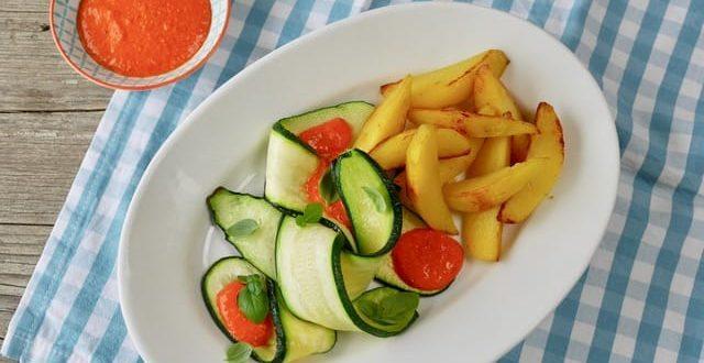 Zucchini mit Kartoffelspalten