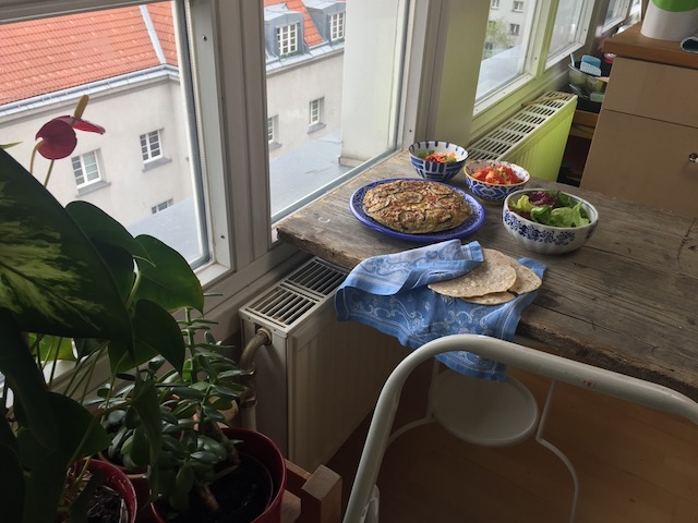 Fotografieren am Fenster in Meidling