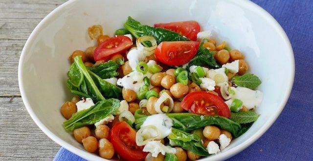 Spinat-Kichererbsen-Salat mit Feta