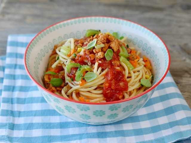 Spaghetti mit gebratenem Brösel-Tofu und Tomatensugo
