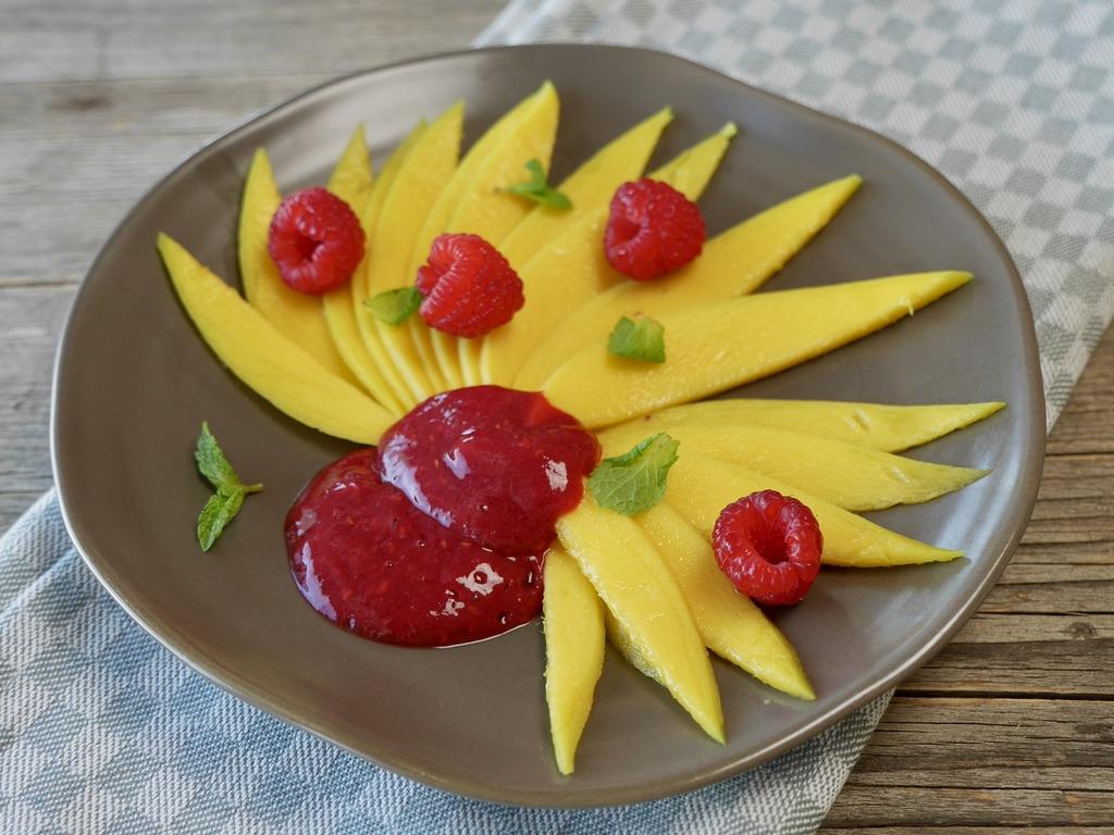 Mango mit Himbeer-Bananen-Creme