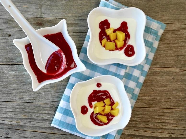 Vanille-Joghurt mit Himbeer-Bananen-Creme